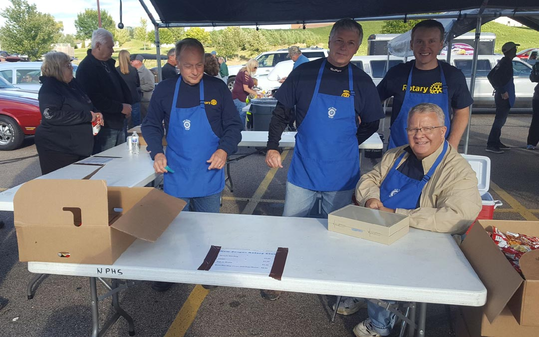 New Prague Rotary Helps Out at Car Cruise